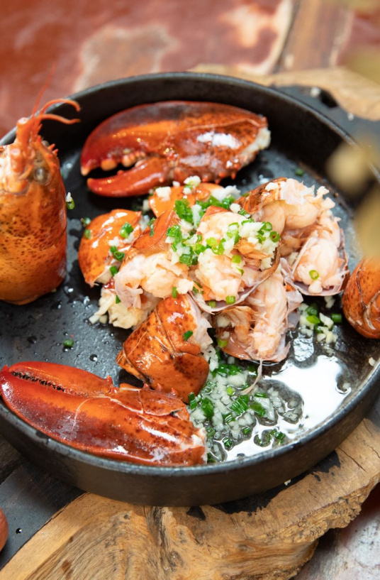 American lobster with scallion and garlic-2